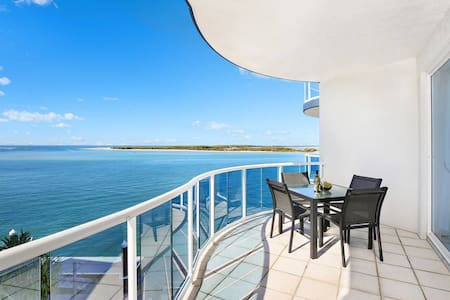 Ocean View Penthouse with Private Rooftop