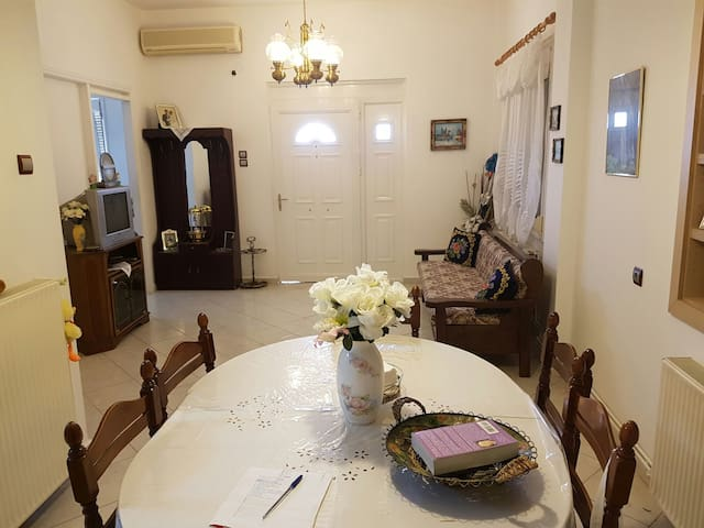 Cosy,Fully furnished and equipped  Home Apartment. - Ανατολή - Wohnung
