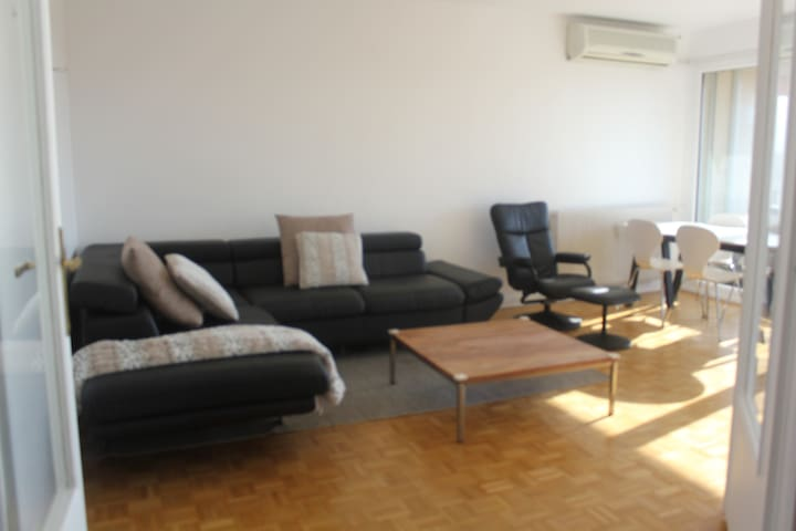 Comfy 3 bedroom, 700m to Geneva Border