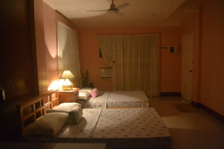 Studio Room with Ambiance for 8 near the beach - Baler - Apartemen