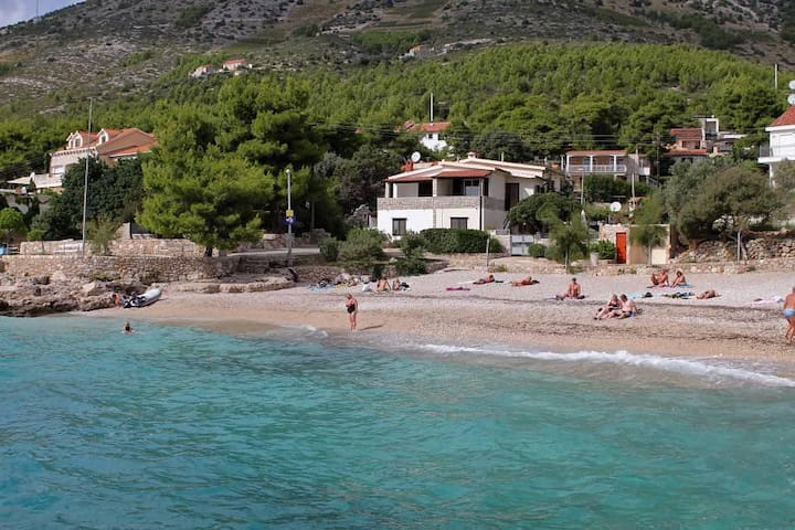 One bedroom apartment near beach Ivan Dolac, Hvar (A-130-c) - Ivan Dolac - Apartemen