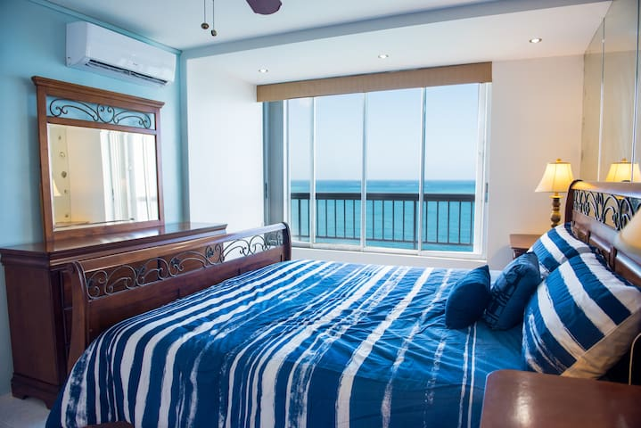 Waterfront Views, On the Beach in Isla Verde PH B - Carolina - Apartment
