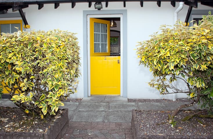 Pondlodge Cottages on Beautiful Bantry Bay