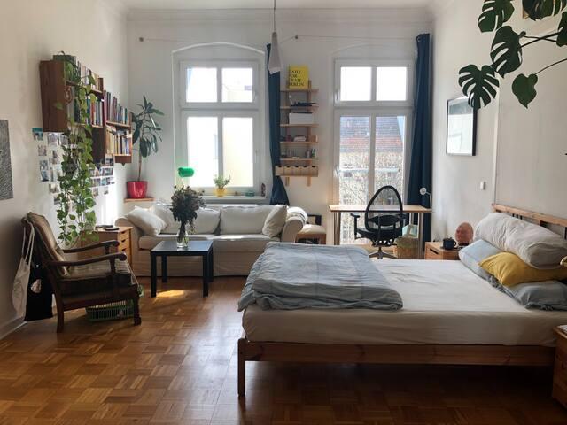 Sunny clean room F-hain/X-berg