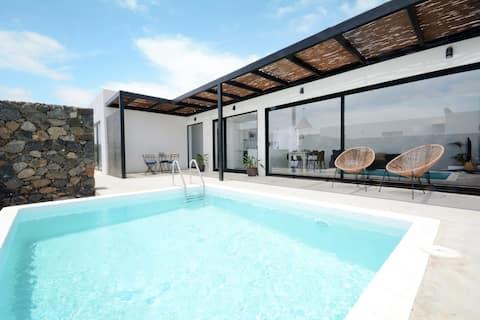 Bonita villa con piscina privada en Lajares