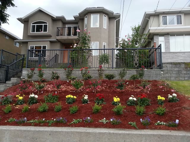 GORGEOUS HOME WITH VIEW - 7 MIN TO METROTOWN - Burnaby