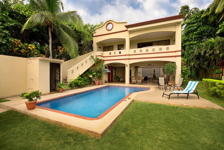 5 Bedroom Luxury Oceanfront House on Jaco Beach
