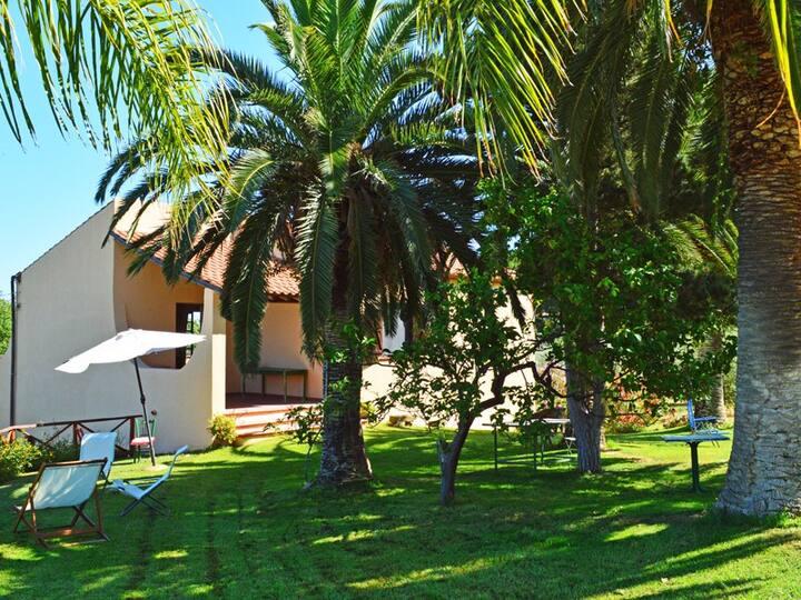 Villa Carlo, very cute villa close to the sea