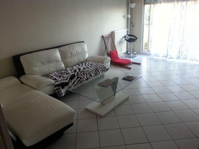 Appartement bien équipé avec Vue panoramique - Vénissieux - Lägenhet