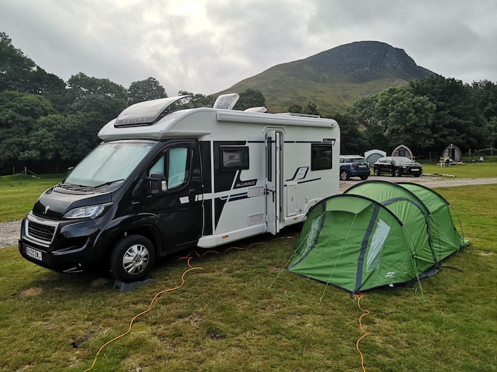 Modern 6 berth motorhome hire Highlands