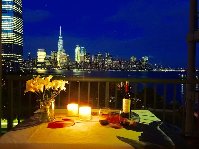Private balcony& View of Manhattan@ Waterfront
