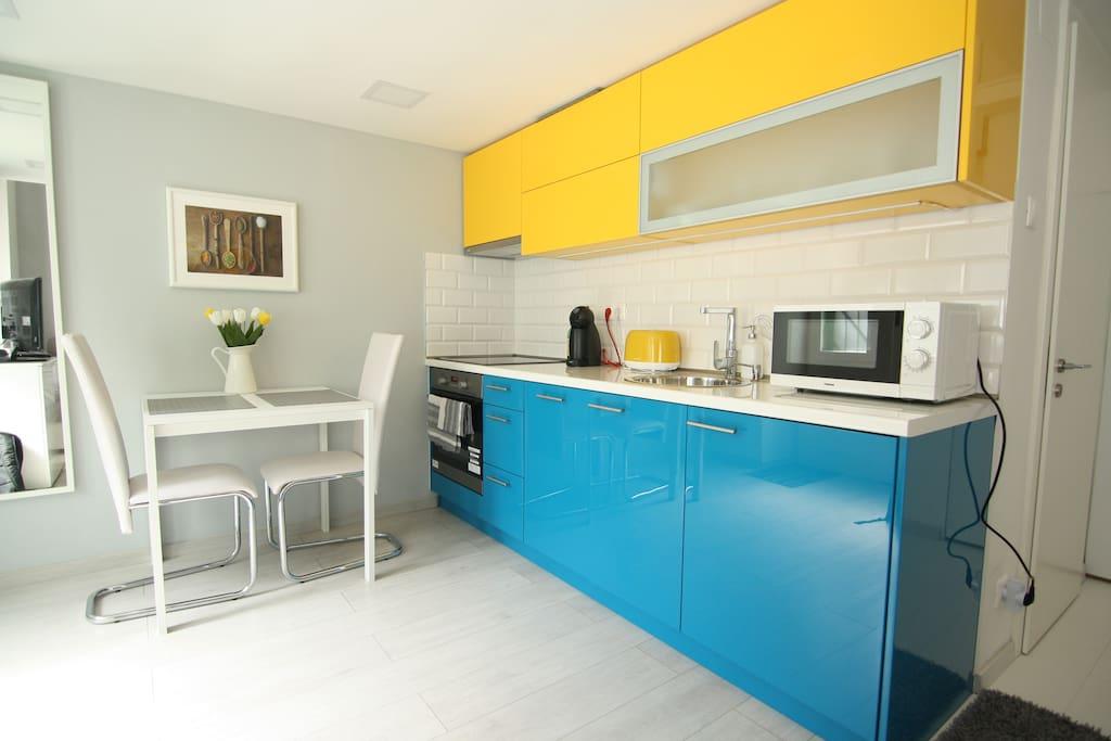 Kitchen with, fridge, cooker, stove, dishwasher machine, coffee machine, toaster