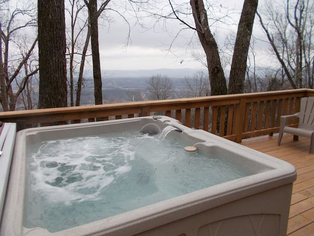 Cabin with Amazing View and Hot Tub on Lookout Mtn