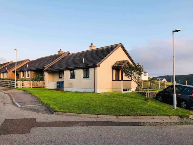 NC500 Route, 2 bed Bungalow, scenic beach views!
