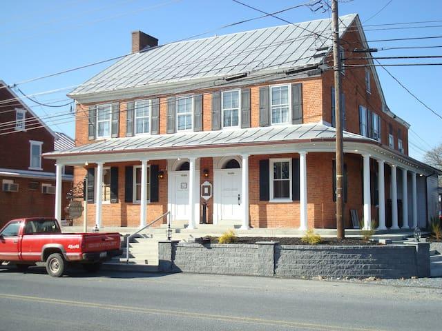 Apt. @ historic Harper's Tavern