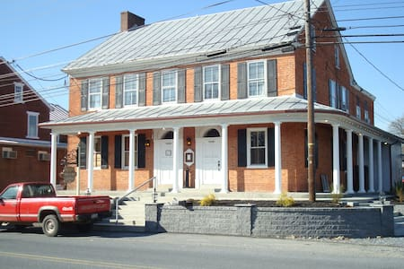 Apt. @ Historic Harper's Tavern (detached)