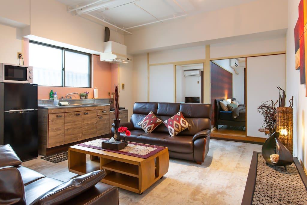 Spacious living room 넓은 리빙룸