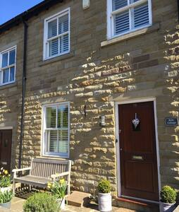 Beautiful 2 bed Cottage Bollington - Rumah