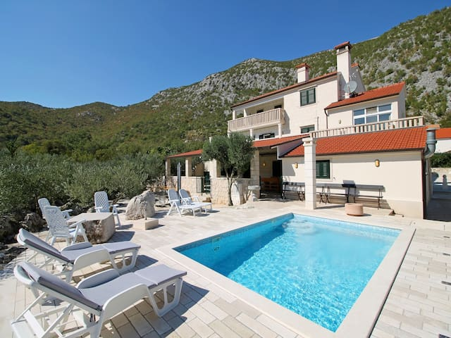 Leisure Villa My Stone for 12 person - Omis, Split - Seoca - Βίλα
