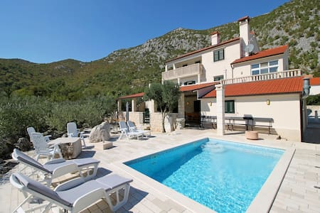 Leisure Villa My Stone for 12 person - Omis, Split - Seoca
