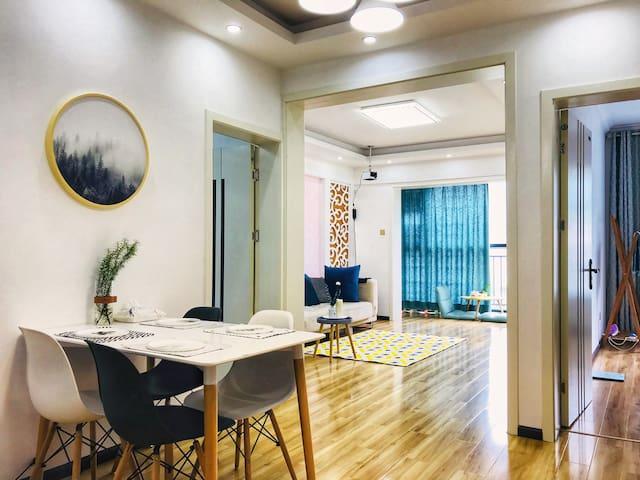 【42】01 蓝山 看苍山+21楼85平公寓+150寸大投影+自助入住+两天接车+免费/付费停车方便