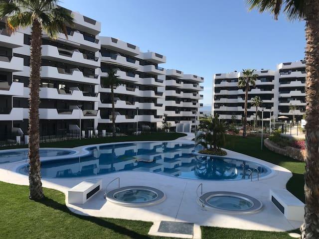 24Hostɷ Lovely modern apartment on the beach