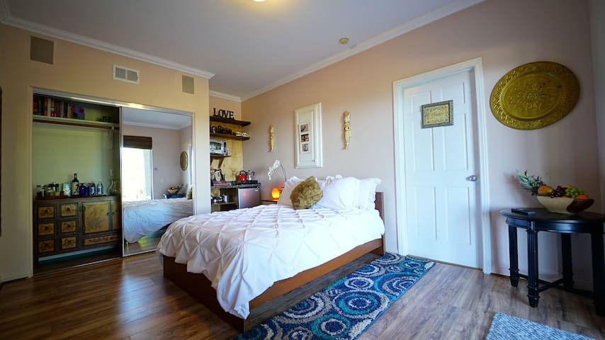 ♥ MALIBU STUDIO ♥ with 180 degrees Ocean Views