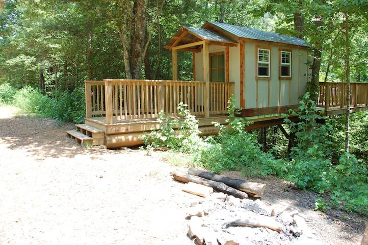 Cozy Treehouse in Helen, Ga