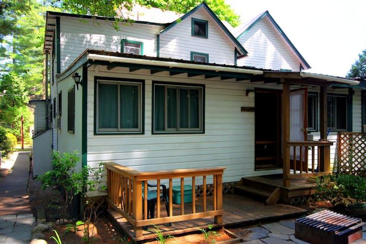 Glenmoore Lodge Juniper Cabin