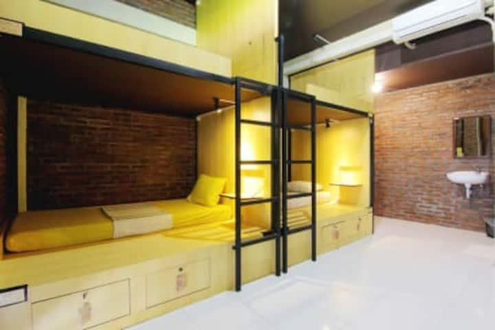 1 kamar terdiri dari 6 bed