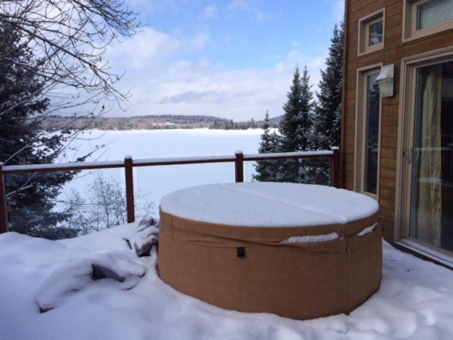 Hot tub! Available only in Spring, Winter and Fall!