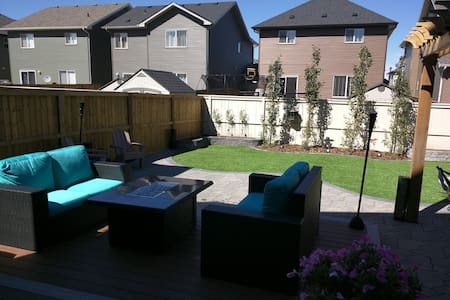 Your Luxury Home Awaits.. - Airdrie - 独立屋
