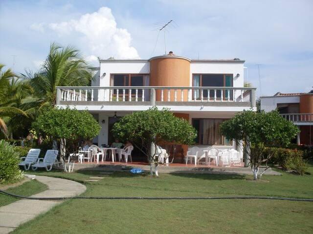 Casa de playa en El Ancla del Galeón - Tolú - Srub