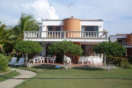 Casa de playa en El Ancla del Galeón - Tolú
