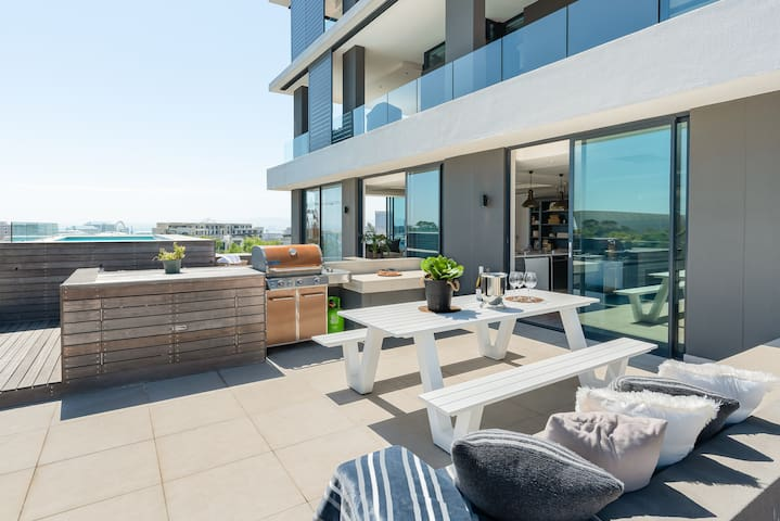 Luxury Penthouse-Living | Pool Deck | BBQ | Views