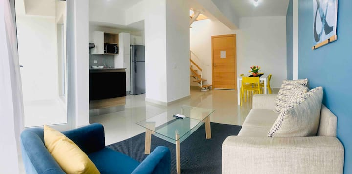 Bright and Airy 2 level, 2 bed/1bath Penthouse
