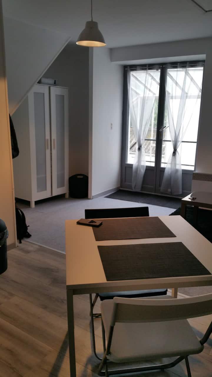 Studio (1er étage) sur la route des châteaux
