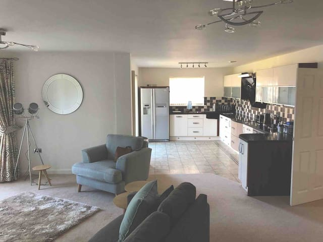 Beautiful spacious apartment on portishead marina