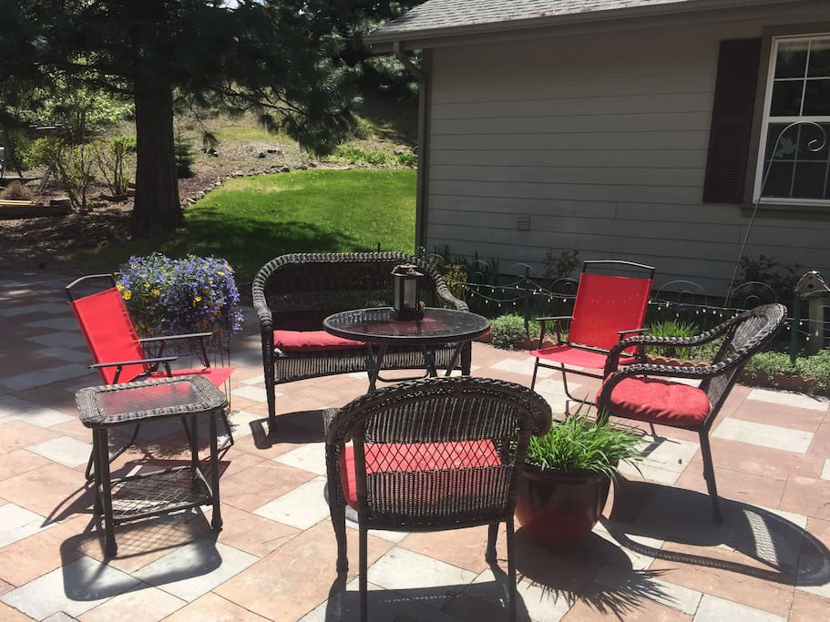 Relax on the patio with beautiful country and mountain views