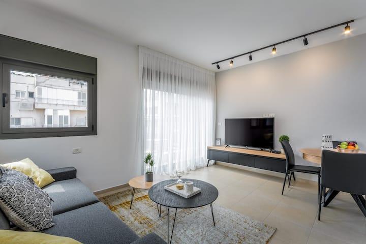 Gordon area - Unique 2 BR apartment with balcony