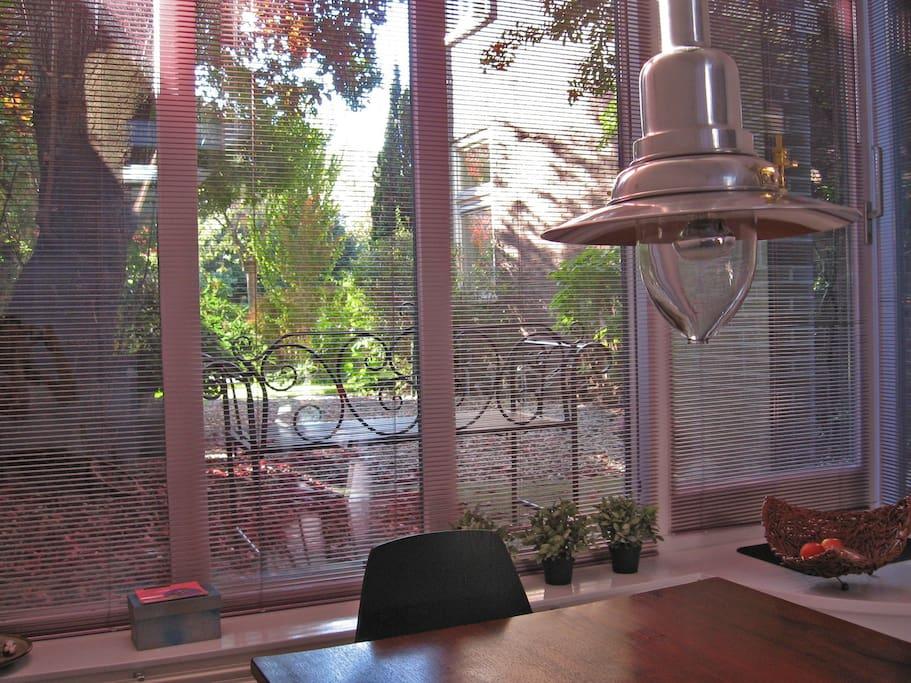 Uitzicht bij het ontbijt, vanuit Bed & Office