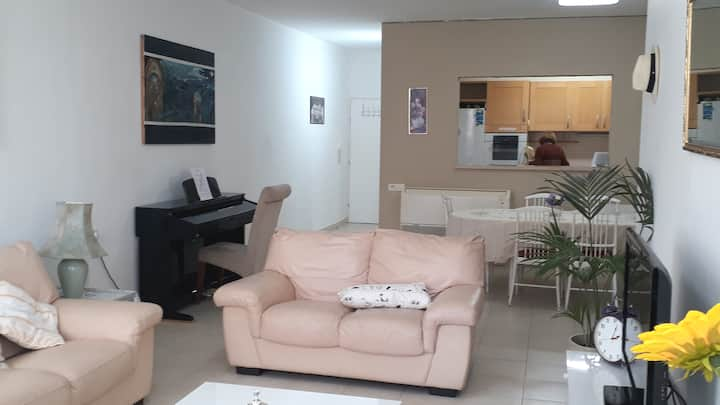 Beautiful Apartment minutes from Promenade & Beach