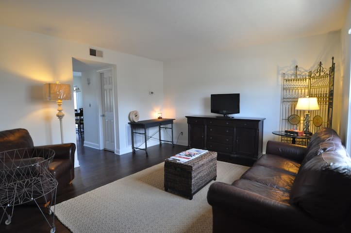 Gorgeous 2BR - Walk to Shop & Dine - Louisville - Casa adossada