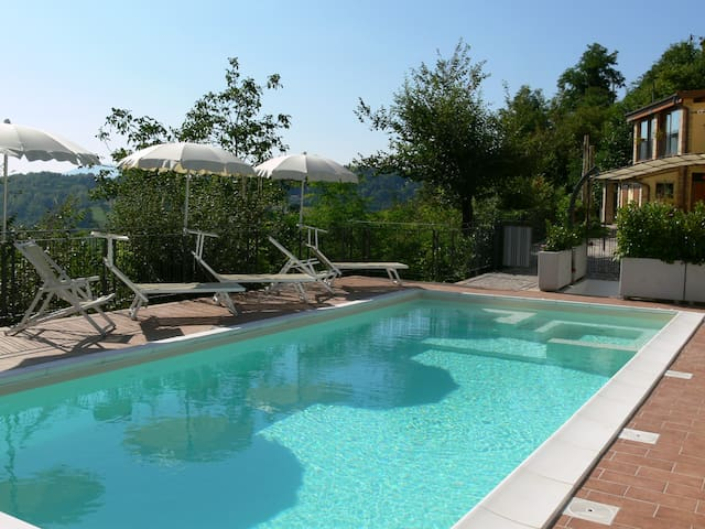 "Agriturismo, apartment with pool, ""Il Passero"" - Montefortino - Appartement"