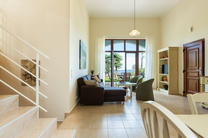 Comfortable and spacious house with roof-terrace!