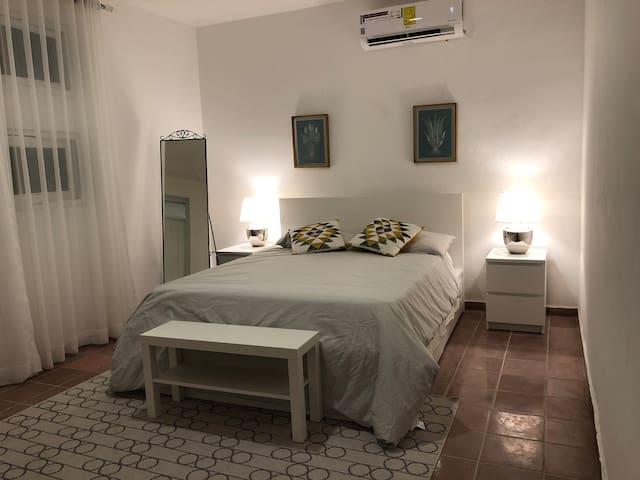 Master Bedroom/Habitación principal