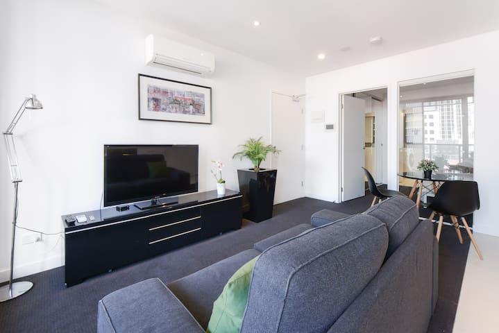 CAFFE: Stylish Melbourne CBD Apartment