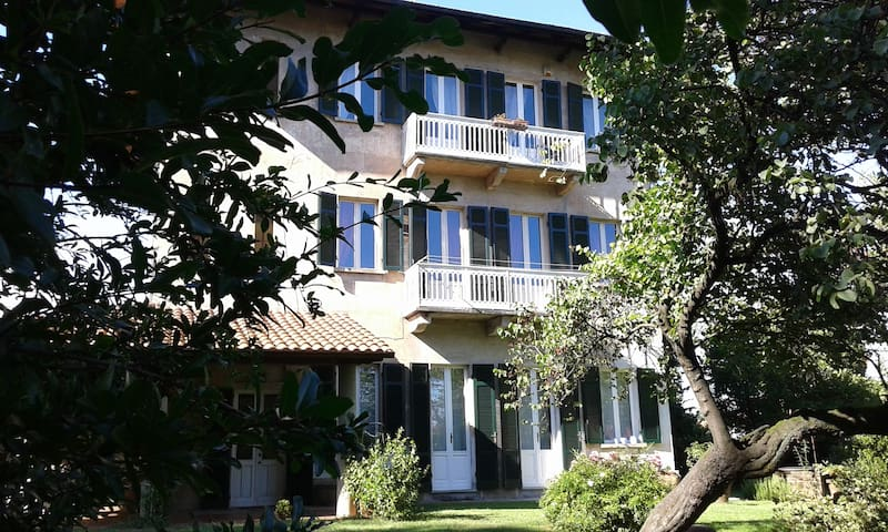 Casa d'epoca con giardino