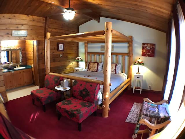 Eldora Lodge-Honeymoon Suite
