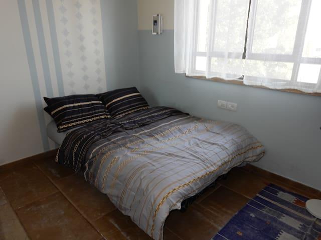 חדר שינה שקט ואינטימי